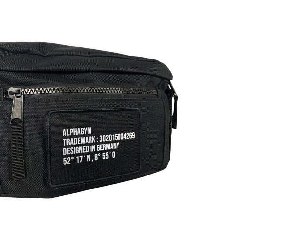 """LOCKDOWN"" SHOUDLER BAG black/reflective"